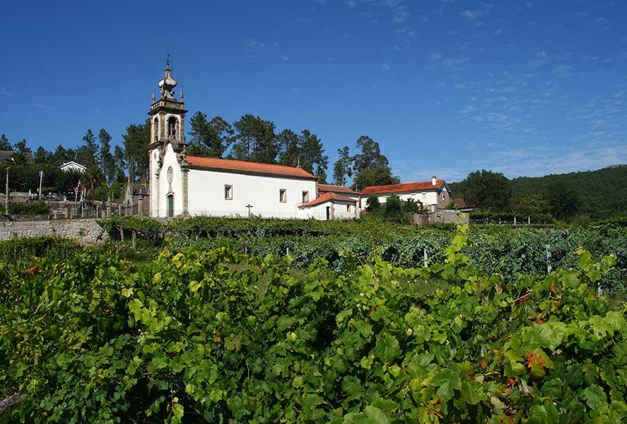 Weinabo-Abothek-September-Kistl-2018-Vinho-Verde-Kirche-Thinkstock-web
