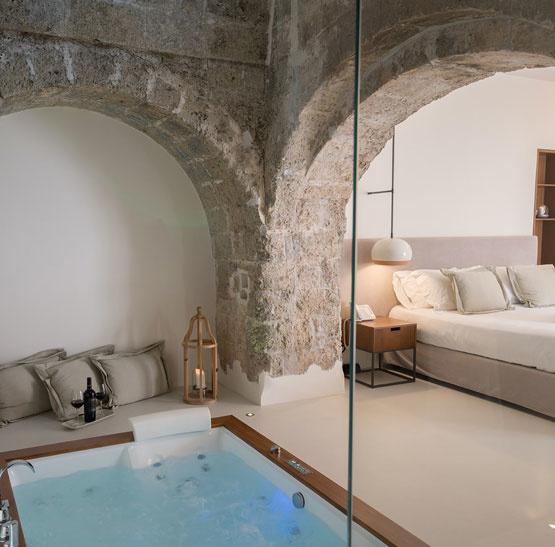 Weinabo-Abothek-September-2019-Sommerglueck-Apulien-Amastuola-Ondarosa-Aglianico-Resort-Zimmer-Whirlpool-web