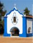 Weinabo-Abothek-Wein-Kistl-September-2020-der-Blick-zurueck-ins-Sommerglueck-Alentejo-Portugal-HMR-Pousio-Selection-Tinto-2017-Bild-Blaue-Kirche-Quelle--By-MarioM---Own-work,-CC-BY-SA-shop_web