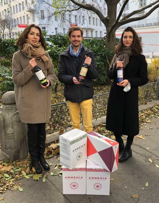 Weinabo-Abothek-Armenien-Charity-Spezialkistl-Kistl-Maksudyan-Sisters-Philipp-Geymueller-web