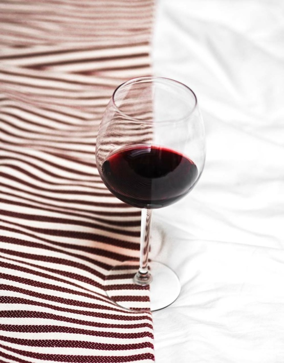 Weinabo-Abothek-Frankreich-Pfaffenheim-Elsass-Moltes-Pinot-Noir-AOC-Alsace-2019-Rotwein-web-Quelle-Laura Chouette bei Unsplash